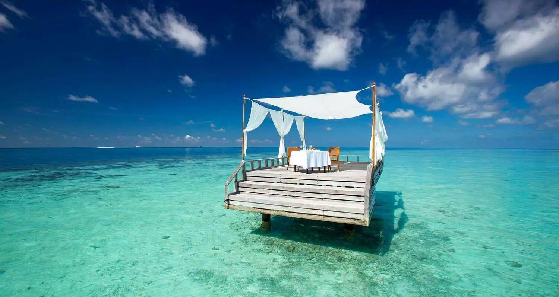 csm_Header__c_Baros_Maldives_Piano_Deck_Lunch_HR_91fad63ba0