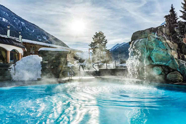 csm_relais_chateaux_spa_hotel_jagdhof_neustift_tirol_stubai_austria_5_sterne_garten_winter_pool_05_47994323048_o_f49485dd5e