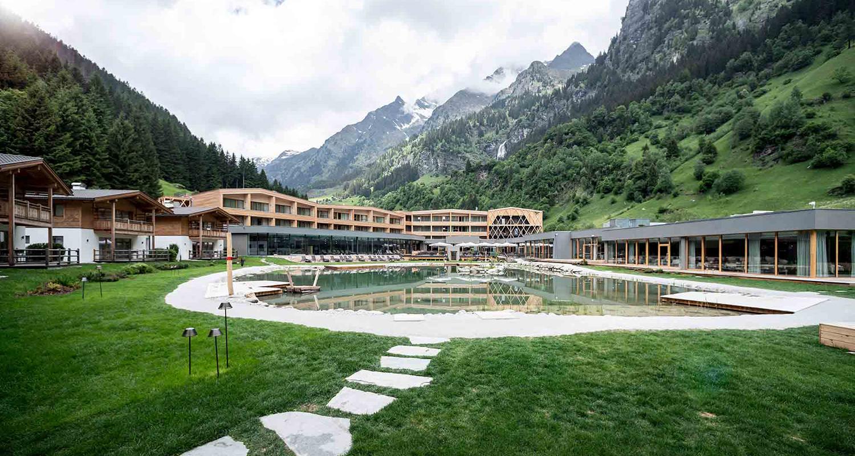 Familienhotel_Feuerstein_Außenbereich_Sommer2_1500