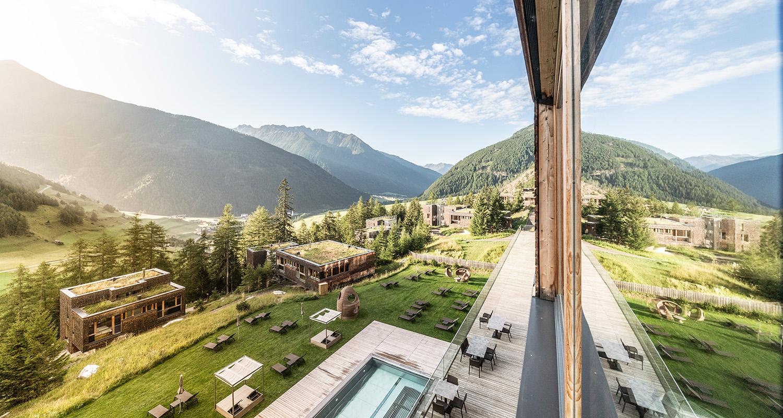 Das Gradonna_s Mountain Resort liegt mitten in der Osttiroler Natur.