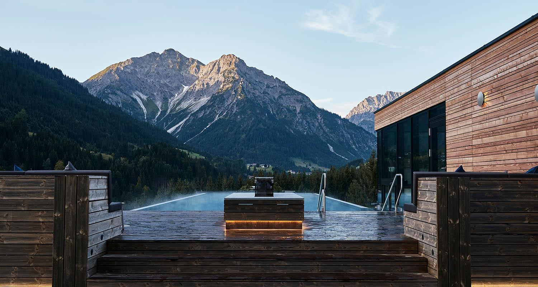 Das Ifen Hotel im Kleinwalsertal begeistert mit neuem Infinity Pool